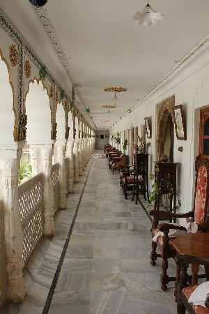Hotel Pushkar Palace: porch in front of the room