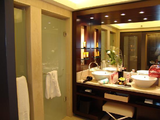 amazing bathroom picture of hotel arts barcelona barcelona rh tripadvisor com