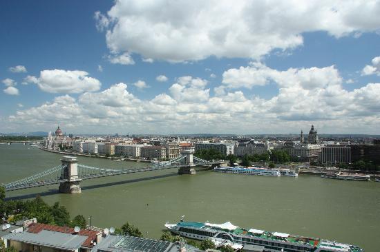 Hotel Erzsebet City Center: Blick auf Pest, von der Buda Seite aus
