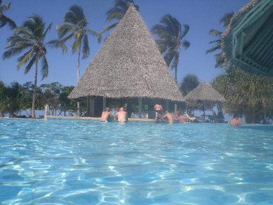 Neptune Pwani Beach Resort & Spa: bar