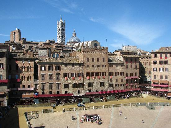 Siena, Italien: Piazza del Campo vista dalla torre del Mangia