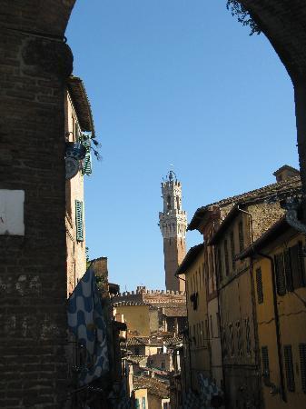 Siena, Italien: Torre del Mangia di giorno