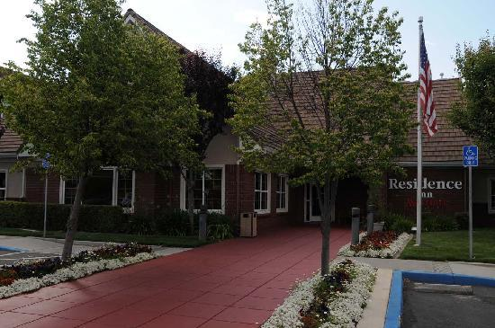 Residence Inn San Jose South/Morgan Hill: Entrance to the Residence Inn