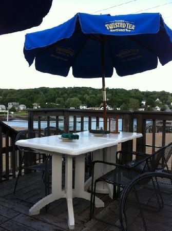 Boathouse Bistro Tapas Lounge & Restaurant: Rooftop dining