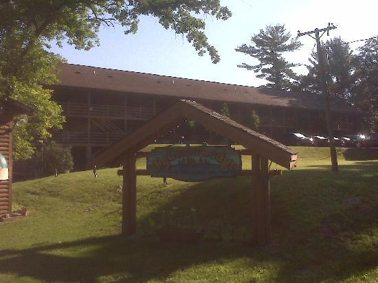 Cedar Lodge & Settlement: Convienent and close parking to the rooms