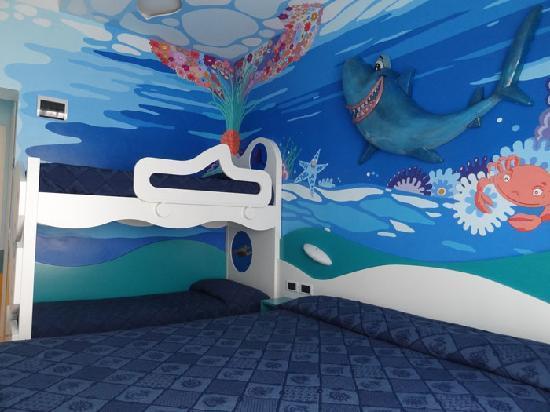 Hotel Antibes : foto camera a tema dello squalo