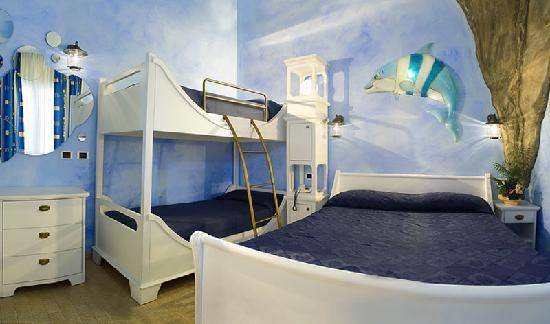 Hotel Antibes : foto camera a tema delfino ulisse