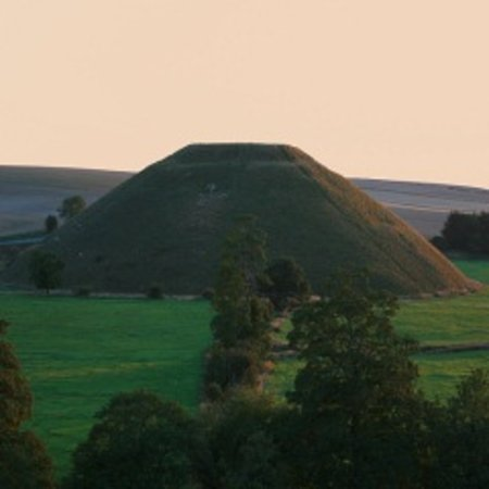 Archaeologist Guided Tours: Silbury Hill