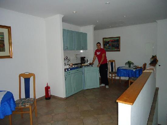 Samson Apartments: kitchen