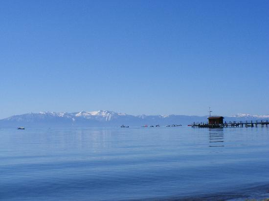 Americas Best Value Inn-Tahoe City/Lake Tahoe: View Over The Lake From Commons Beach