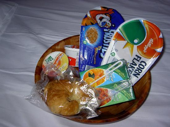 Marble Arch Inn: The breakfast basket