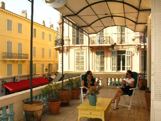 Hotel Anna Livia : Our very own balcony truly gave our apartment the ultimate European feel!