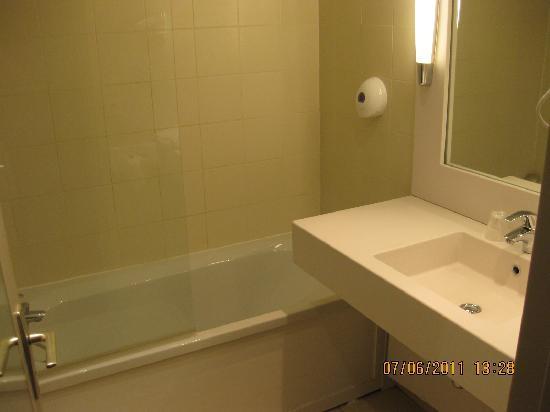 Mercure Hyeres Centre Hotel : Room 226 bathroom