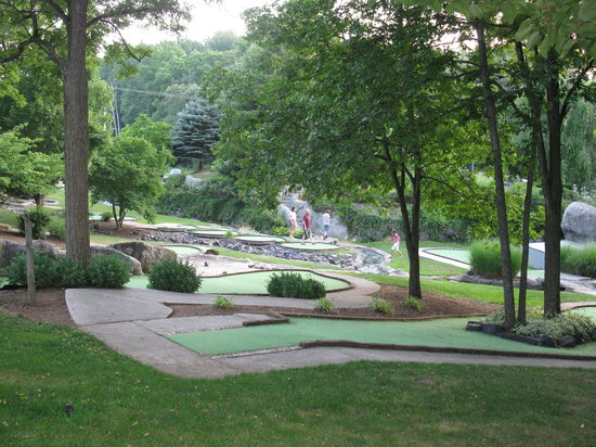 Mulligan MacDuffer Adventure Golf: pic of the course