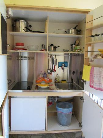 Il Giglio Guest House: Compact Kitchen cupboard