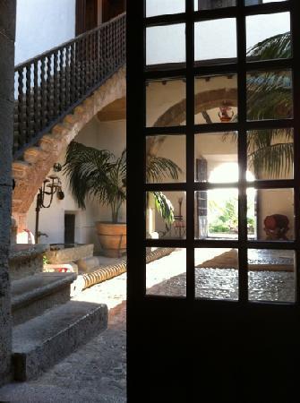 Es Port Hotel: lobby view