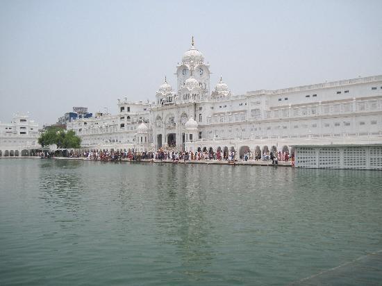 Templo Dorado: The surrounding walkways