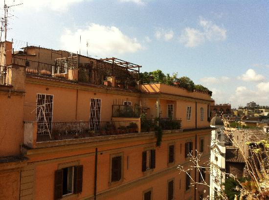 Sixbeds: vista dal balconcino