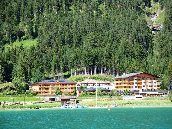 Kinderhotel Buchau: Hotelansicht vom See
