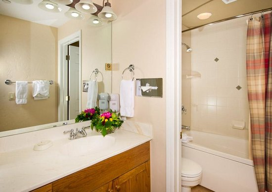 Inn and Suites at Riverwalk: Suite Bathroom