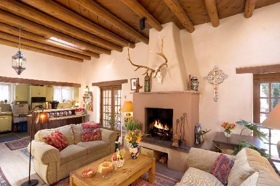 Hacienda Nicholas Bed & Breakfast Inn: Find peace behind thick adobe walls.