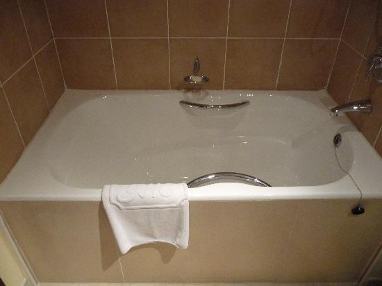 Excelsior Grand Hotel: Bath