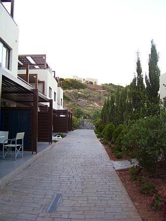 Makry-Gialos, Greece: vialetto resort