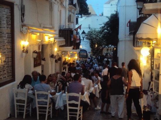 Ibiza Stadt und Burg: Some of the restaurants at night near the bottom