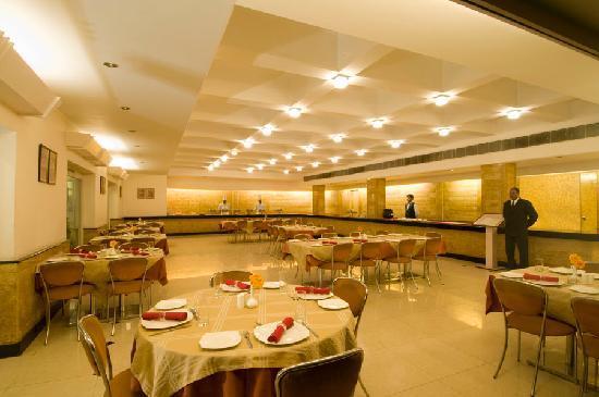 Grand Hotel Agra: Chahat Restaurant