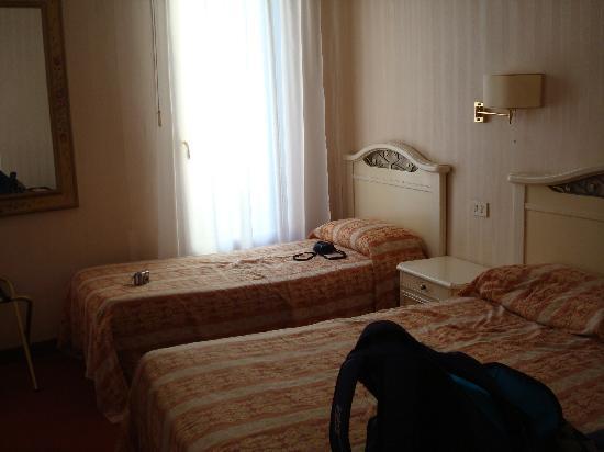 Al Campaniel : Our room