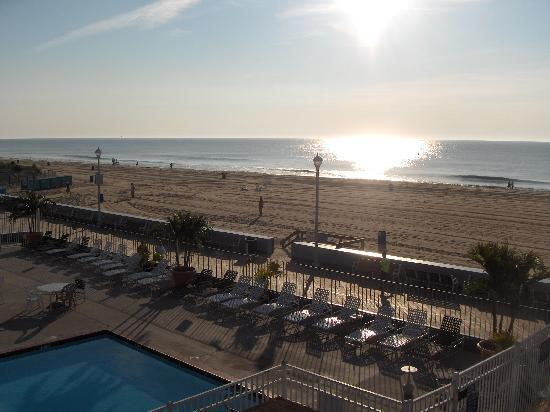 Flagship Hotel Oceanfront: Balcony view in the morning