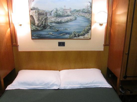 โรงแรมเดลเล เรจิโอนิ: Hotel Room