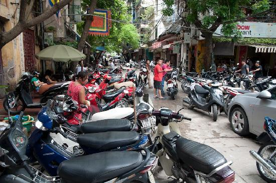 Hanoi Imperial Hotel: Street in front of the hotel