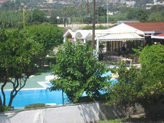 Tsampika Hotel : our view overlooking pool and restuarant area
