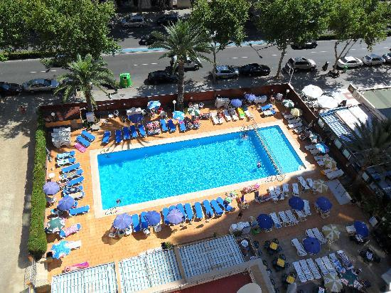 MedPlaya Hotel Riudor: the pool from our landing