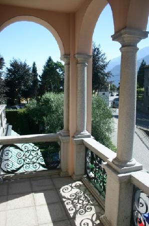 Hotel La Villa: Second, smaller balcony of our room