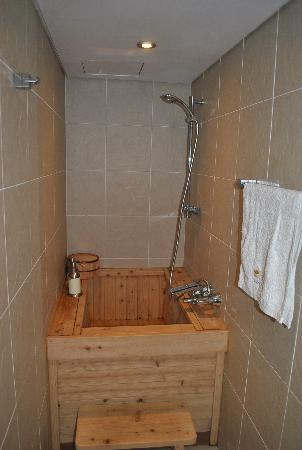 Rakkojae Seoul: the bathroom in our room