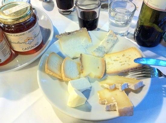 Antiche Sere: delicious cheese platter