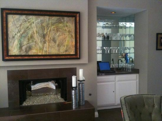 Sundance Villas: tv (behind art above fireplace) and wet bar
