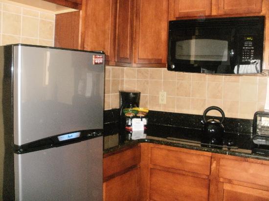 The Enclave Hotel & Suites: Kitchen area