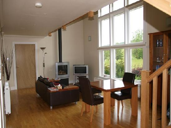 Highland Heather Lodges: Living room