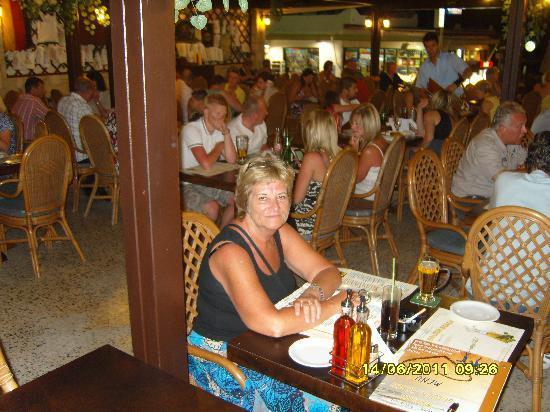 Maria's Golden Beach Tavern Restaurant : Maria's
