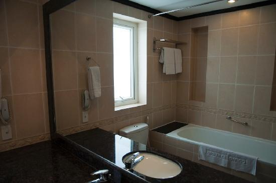 Cherish Hotel: Bathroom
