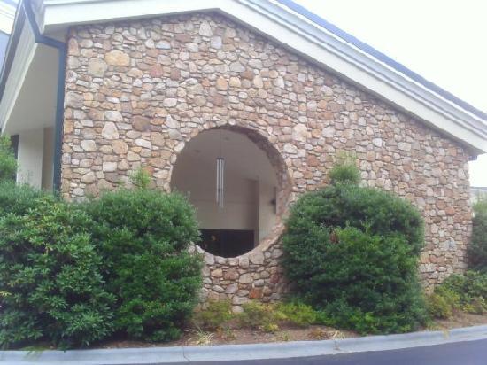 Holiday Inn-Asheville Biltmore West : Outside of hotel