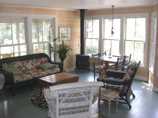 Coveside Bed and Breakfast: Cottage sitting room
