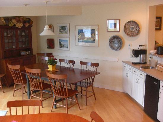 Coveside Bed and Breakfast: Breakfast area
