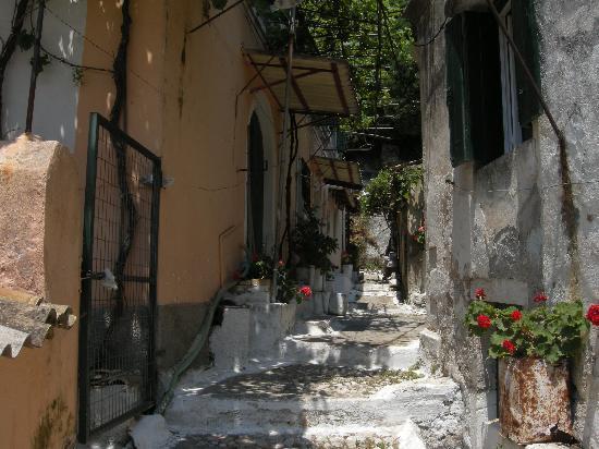Corfú, Grecia: Lakones
