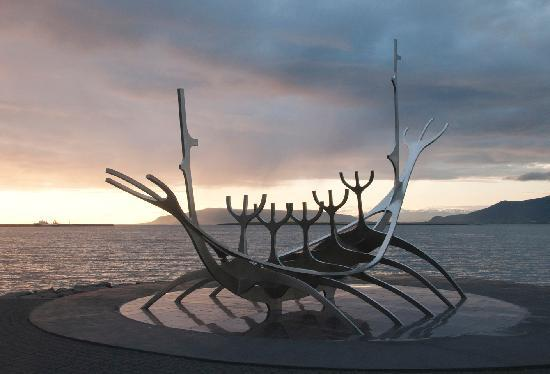 Solfar (Sun Voyager) Sculpture : Sunset view at the soltice