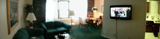 Murray Hill East Suites: Panoramic of the Living/Dining Room