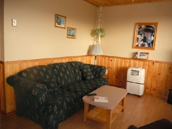 Cavendish Bosom Buddies Cottages and Suites: Living Room